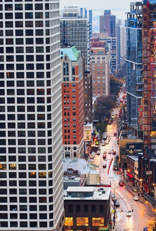 Hochrangiger Ansicht-Chicago-Verkehr nachts lizenzfreies stockfoto