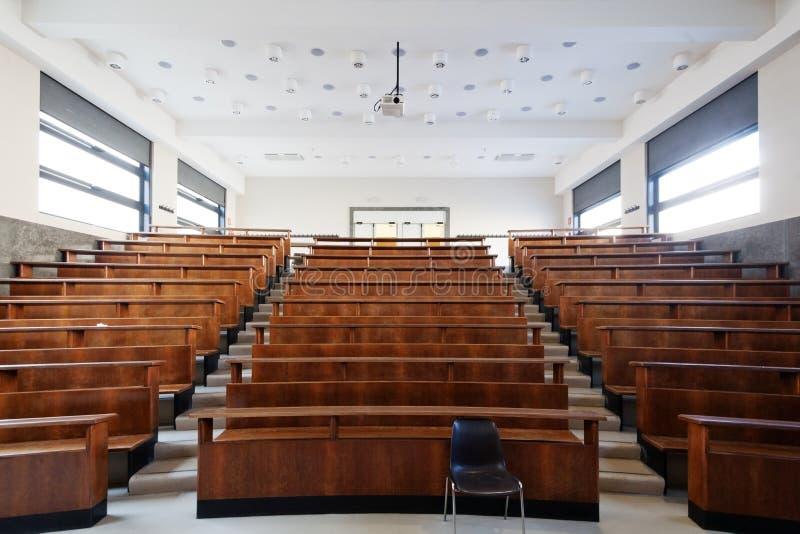 Hochschulklassenzimmer lizenzfreie stockfotografie