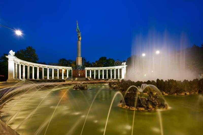 Hochstralbrunnen喷气机喷泉在维也纳,奥地利 库存图片