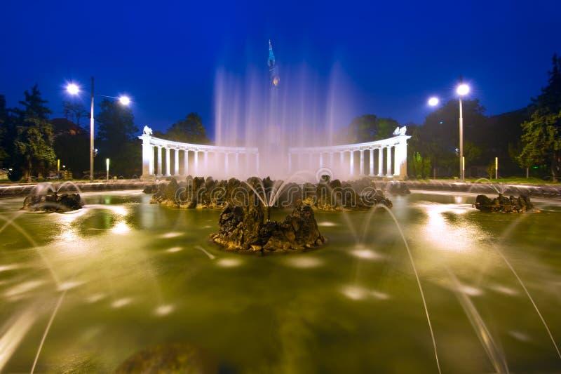 Hochstralbrunnen喷气机喷泉在维也纳,奥地利 图库摄影