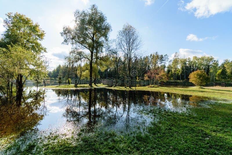 Download Hochwasserniveau Im Fluss Gauja, Nahe Valmiera-Stadt In Lettland S Stockbild - Bild von baltisch, grotte: 106800559