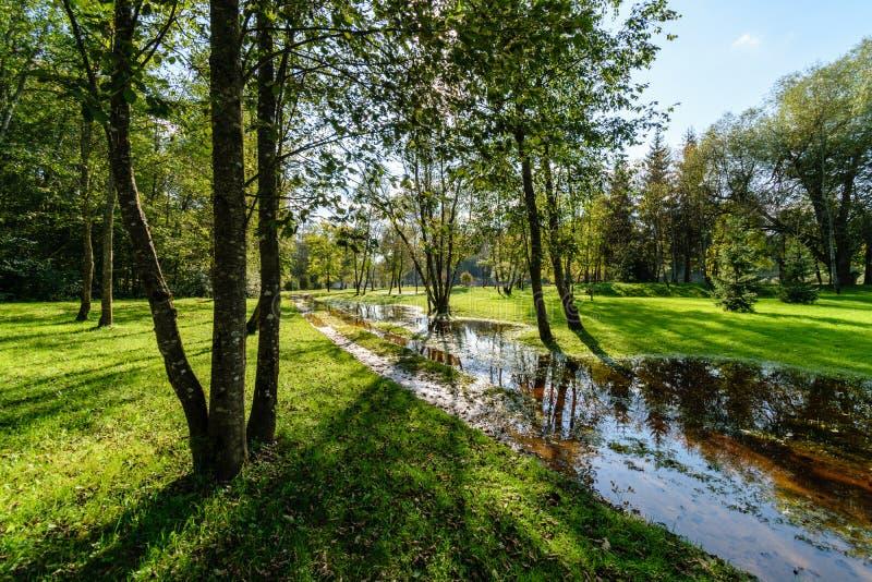 Download Hochwasserniveau Im Fluss Gauja, Nahe Valmiera-Stadt In Lettland S Stockfoto - Bild von zeichen, nave: 106800572