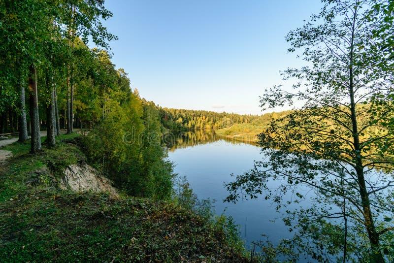 Download Hochwasserniveau Im Fluss Gauja, Nahe Valmiera-Stadt In Lettland S Stockbild - Bild von speicher, stein: 106800605