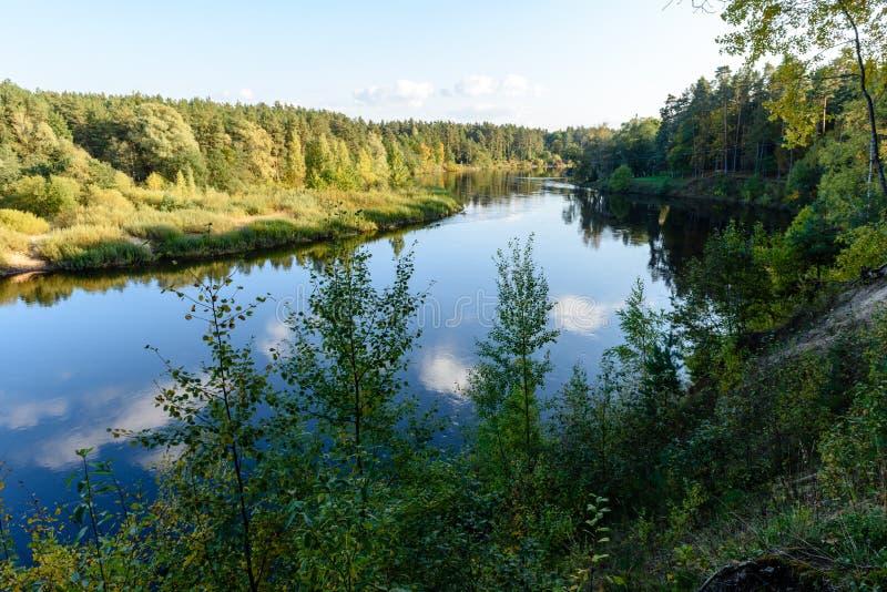 Download Hochwasserniveau Im Fluss Gauja, Nahe Valmiera-Stadt In Lettland S Stockbild - Bild von gras, fall: 106800615
