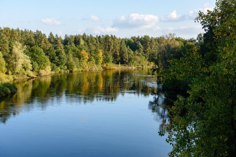 Download Hochwasserniveau Im Fluss Gauja, Nahe Valmiera-Stadt In Lettland S Stockbild - Bild von schild, beschreibung: 106800621