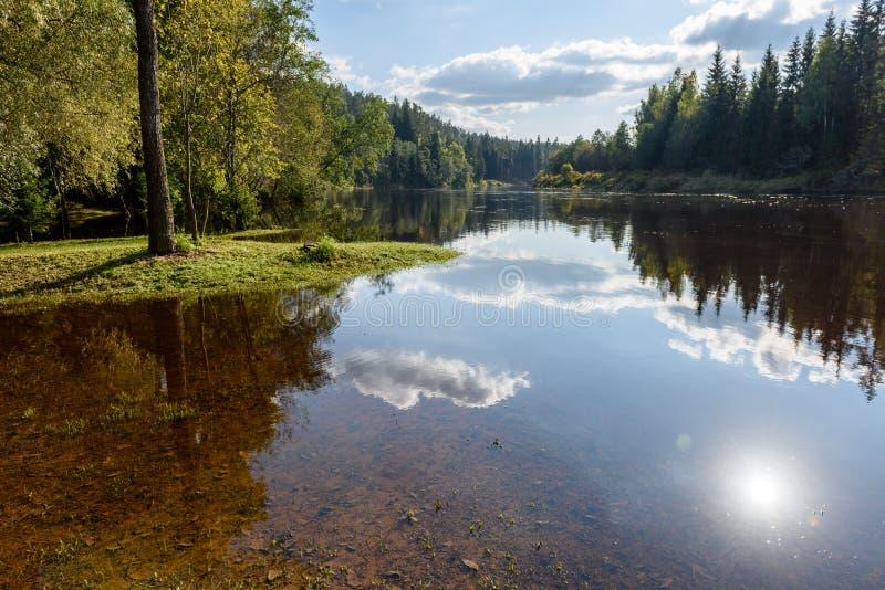 Download Hochwasserniveau Im Fluss Gauja, Nahe Valmiera-Stadt In Lettland S Stockfoto - Bild von teutonic, beschreibung: 106800626