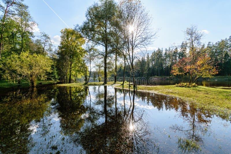 Download Hochwasserniveau Im Fluss Gauja, Nahe Valmiera-Stadt In Lettland S Stockfoto - Bild von markierung, nantes: 106800642