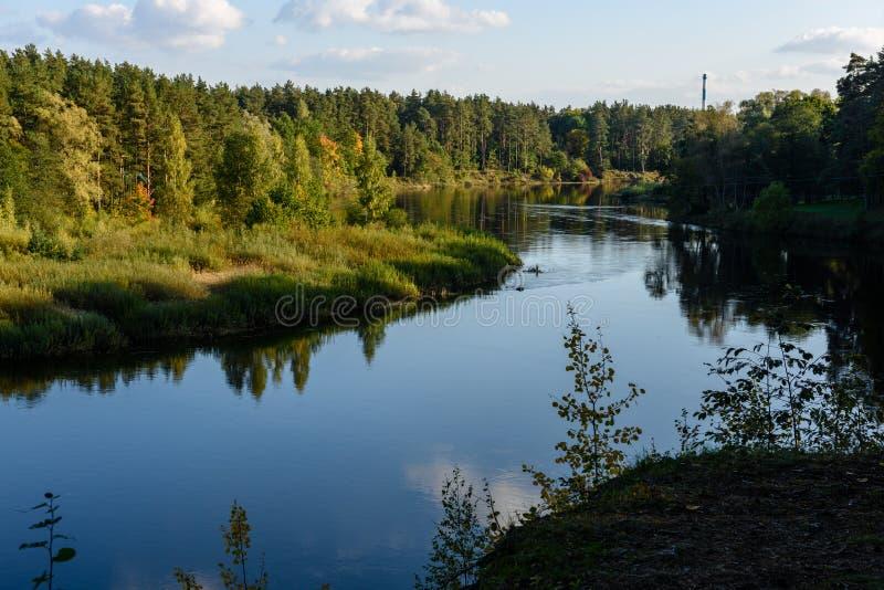 Download Hochwasserniveau Im Fluss Gauja, Nahe Valmiera-Stadt In Lettland S Stockfoto - Bild von schild, fall: 106800676