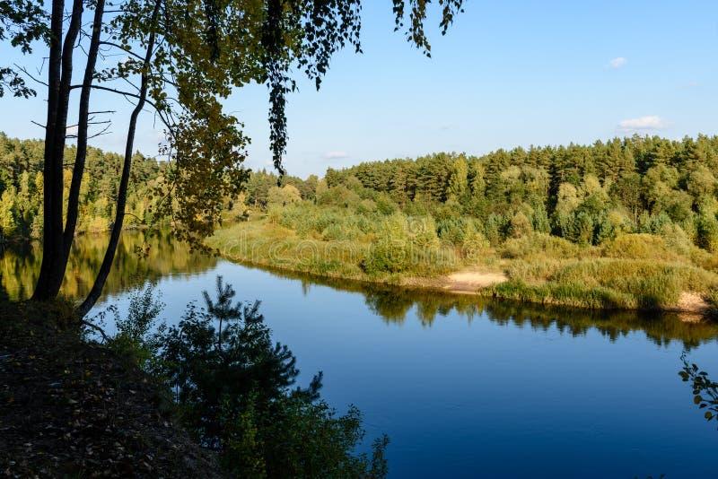 Download Hochwasserniveau Im Fluss Gauja, Nahe Valmiera-Stadt In Lettland S Stockbild - Bild von busch, grotte: 106800681