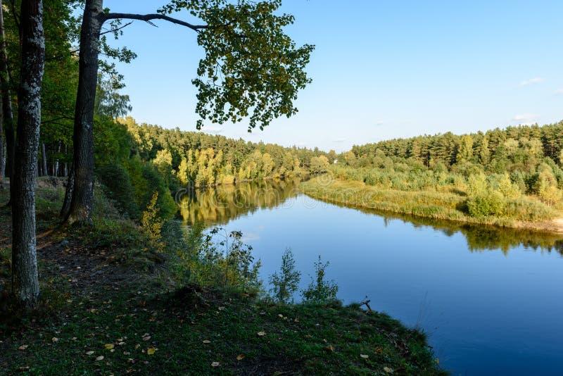 Download Hochwasserniveau Im Fluss Gauja, Nahe Valmiera-Stadt In Lettland S Stockbild - Bild von markierung, nantes: 106800715