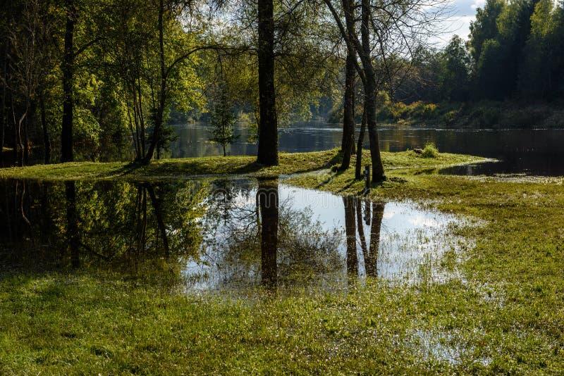 Download Hochwasserniveau Im Fluss Gauja, Nahe Valmiera-Stadt In Lettland S Stockfoto - Bild von speicher, felsen: 106800744