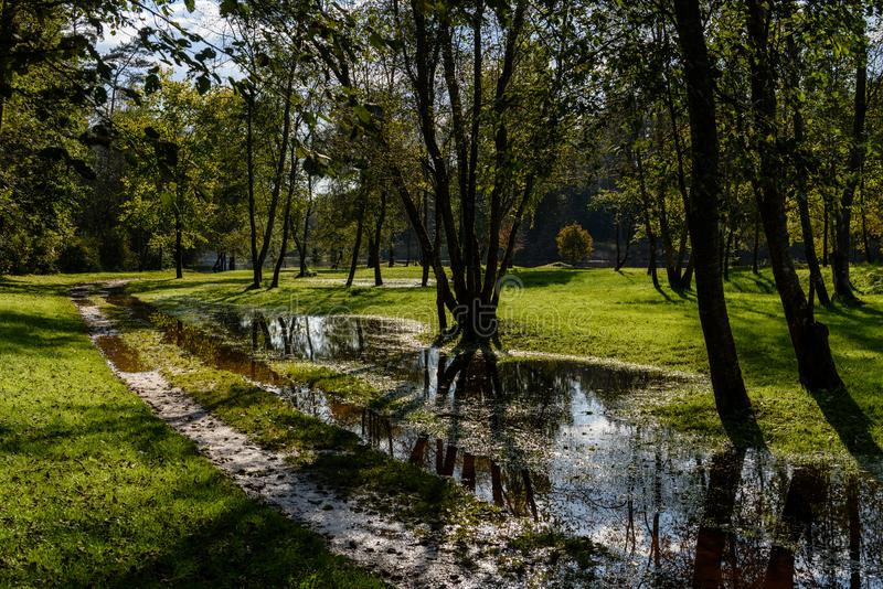 Download Hochwasserniveau Im Fluss Gauja, Nahe Valmiera-Stadt In Lettland S Stockbild - Bild von ritter, speicher: 106800823
