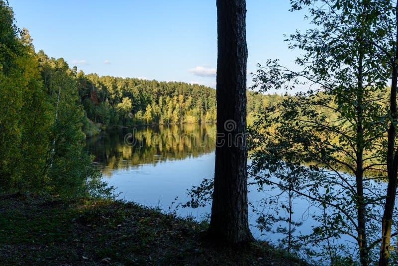 Download Hochwasserniveau Im Fluss Gauja, Nahe Valmiera-Stadt In Lettland S Stockfoto - Bild von carve, felsen: 106800886