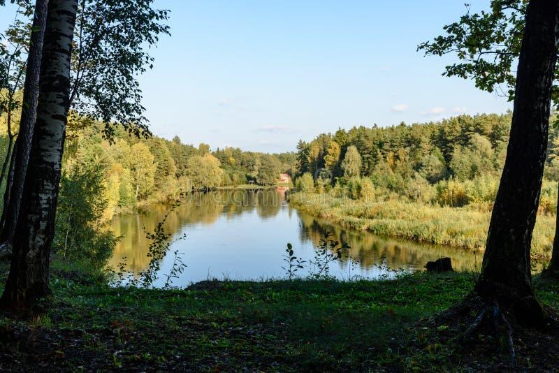 Download Hochwasserniveau Im Fluss Gauja, Nahe Valmiera-Stadt In Lettland S Stockbild - Bild von draußen, höhle: 106801065