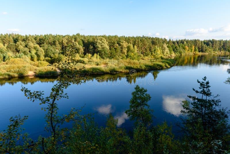 Download Hochwasserniveau Im Fluss Gauja, Nahe Valmiera-Stadt In Lettland S Stockbild - Bild von sandstein, schild: 106801093