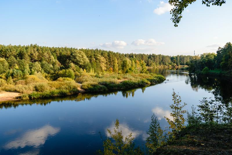 Download Hochwasserniveau Im Fluss Gauja, Nahe Valmiera-Stadt In Lettland S Stockfoto - Bild von ritter, zeichen: 106801172