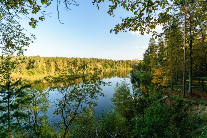 Download Hochwasserniveau Im Fluss Gauja, Nahe Valmiera-Stadt In Lettland S Stockbild - Bild von herbst, remains: 106801243