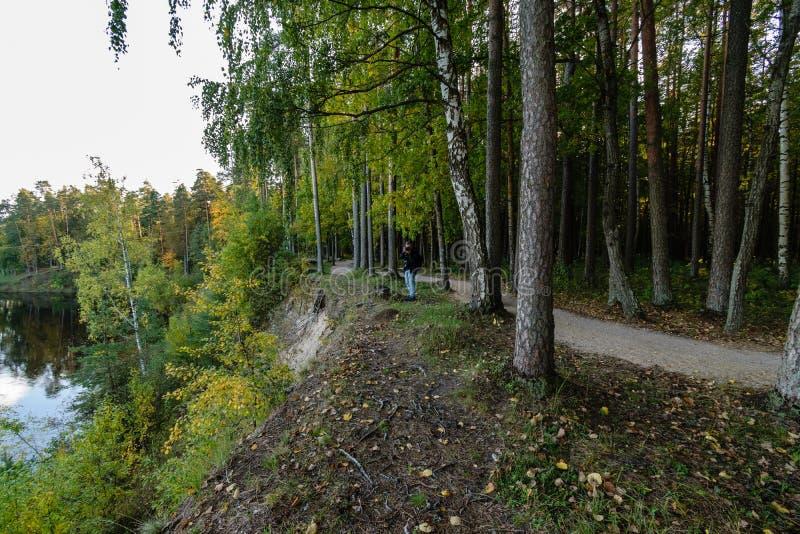 Download Hochwasserniveau Im Fluss Gauja, Nahe Valmiera-Stadt In Lettland S Redaktionelles Foto - Bild von höhle, grotte: 106801321