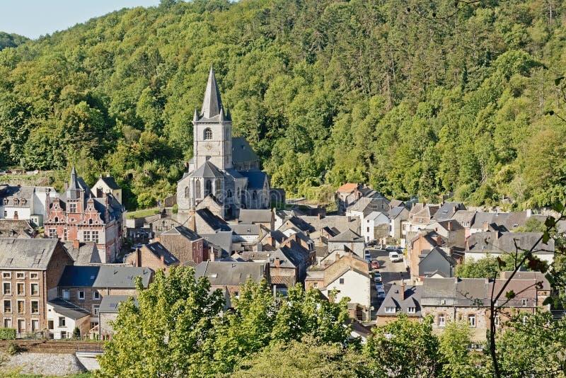 Hochwinkelaufnahme von Bouvignes-sur-Mause, Namur, Wallonien, Belgien stockbild