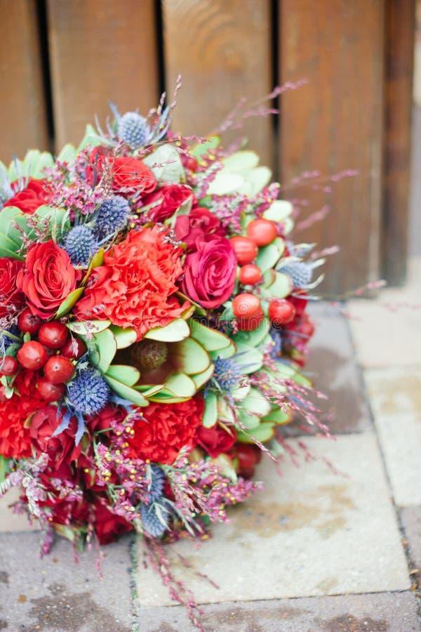 Hochzeit bouquete auf Boden stockfotos