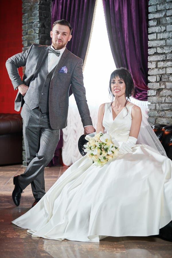 hochzeit Bräutigam- oder Verlobtporträt mit Braut stockbilder