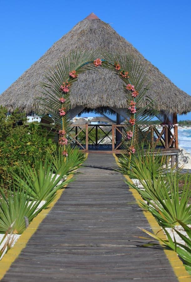 Hochzeit Gazebo auf der karibischen Küste. lizenzfreie stockfotos