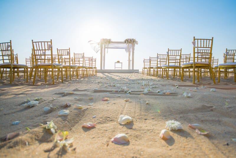Hochzeit gegründet auf Strand lizenzfreie stockfotografie
