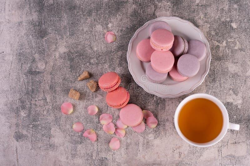 Hochzeit, St.-Valentinstag, Geburtstag, Vorbereitung, Feiertag Schöne rosa geschmackvolle macarons stockbilder