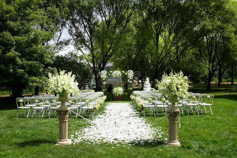 Hochzeit Szene im Freien lizenzfreie stockbilder
