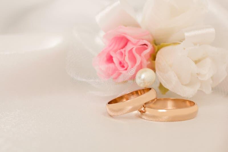 Hochzeiten accessorie ein Knopfloch stockbild