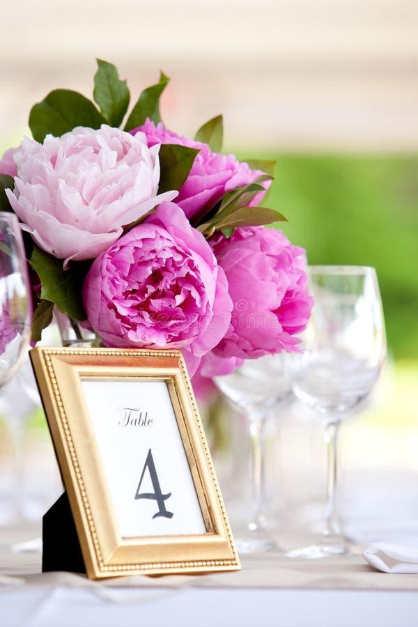 Hochzeits-Blumen-Anordnungs-Tabellen-Einstellungs-Serie lizenzfreies stockfoto