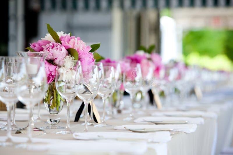 Hochzeits-Blumen-Anordnungs-Tabellen-Einstellungs-Serie stockbilder