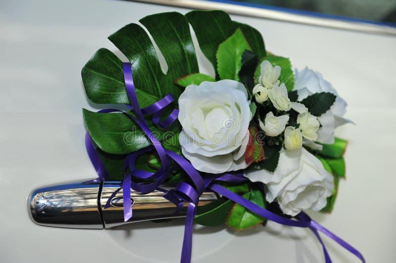 Hochzeits-Blumenblumenstraußdekoration auf Weinlese lizenzfreies stockbild