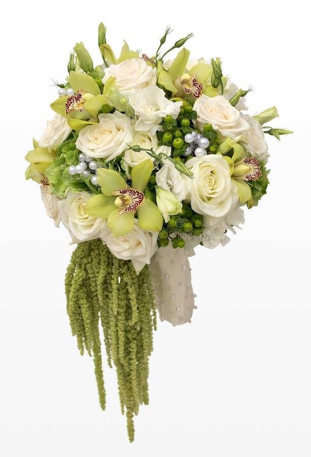 Hochzeits-Blumenstrauß von weißen Rosen und von grünen Orchideen stockfotos