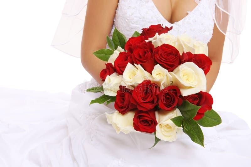 Hochzeits-Braut-Holding-Blumen stockfotografie