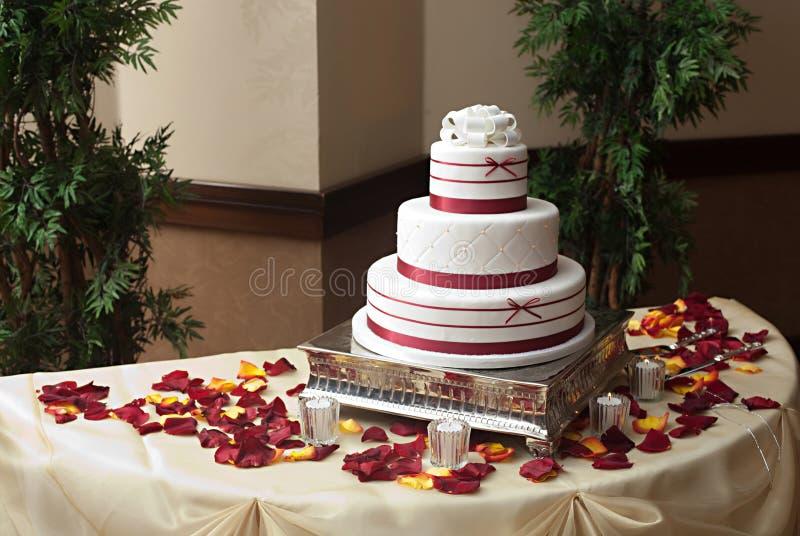 Hochzeits-Kuchen lizenzfreie stockbilder