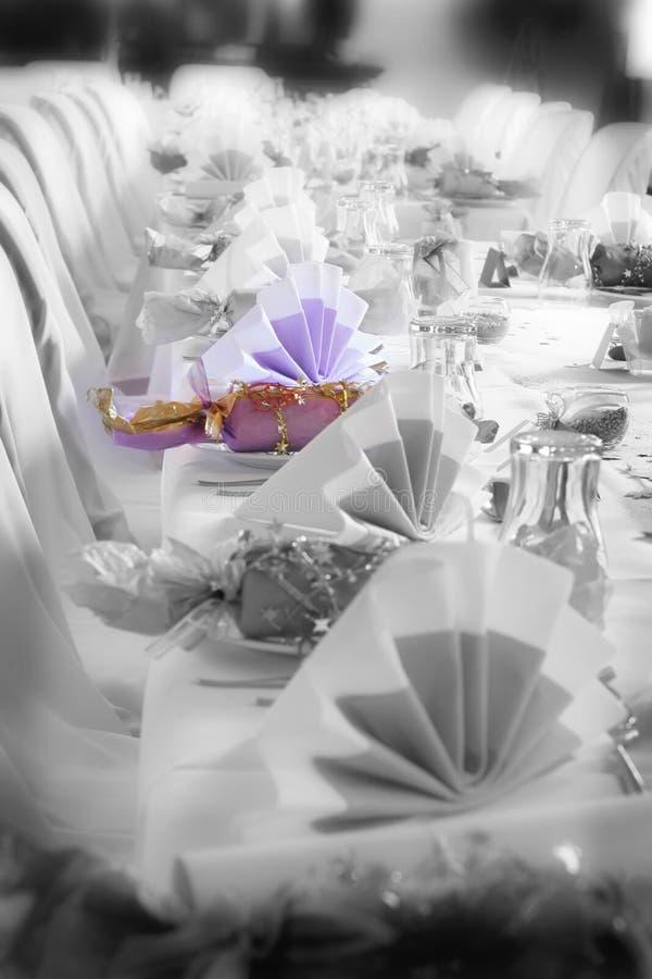 Hochzeits- oder Geburtstagtabelleneinstellung, Farbenhauptgewicht lizenzfreies stockfoto