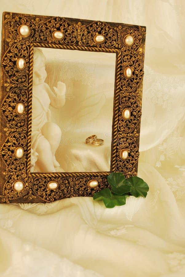 Hochzeits-Ringe/Einladung lizenzfreies stockbild