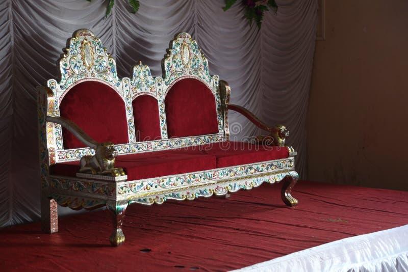 Hochzeits-Stadium mit Stuhl stockbild