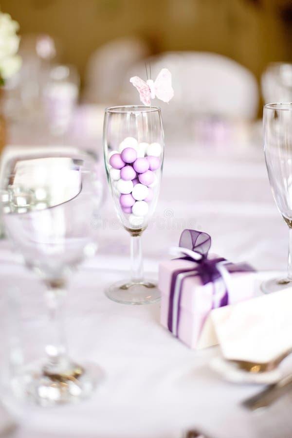 Hochzeits-Tabellen-Einstellung stockbilder