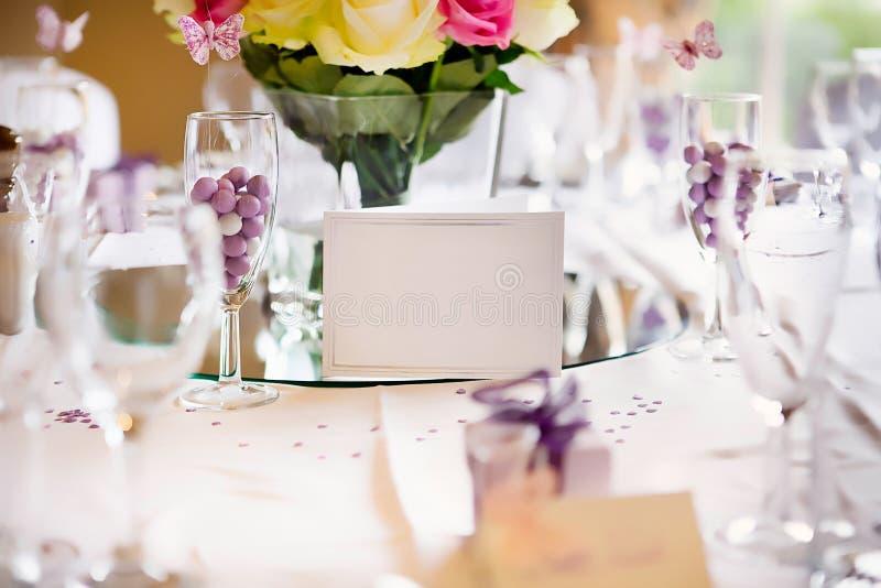 Hochzeits-Tabellen-Karte lizenzfreies stockfoto