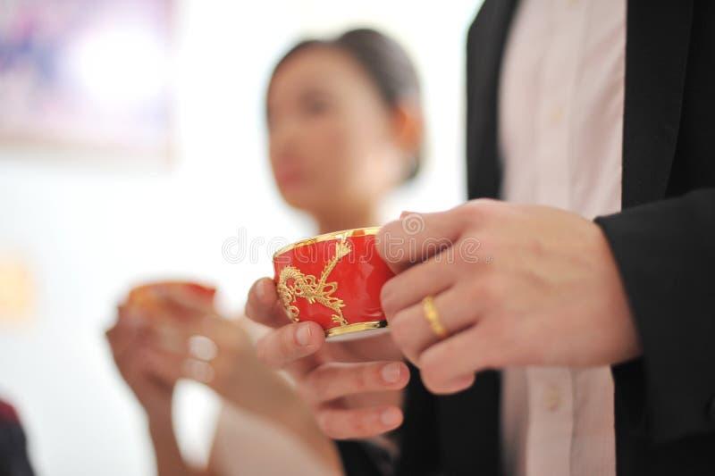 Hochzeits-Tezeremonie des traditionellen Chinesen stockbilder