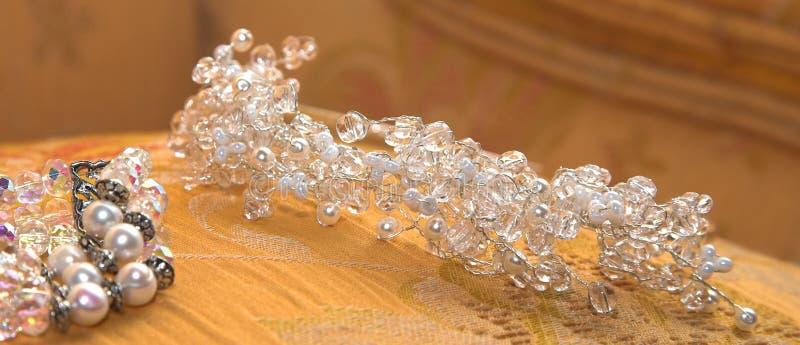 Hochzeits-Tiara und -armband lizenzfreies stockbild