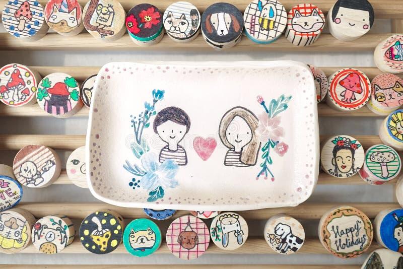 Hochzeitsandenken oder Valentine& x27; s-Geschenk gemacht von keramischem keramisch stockbilder