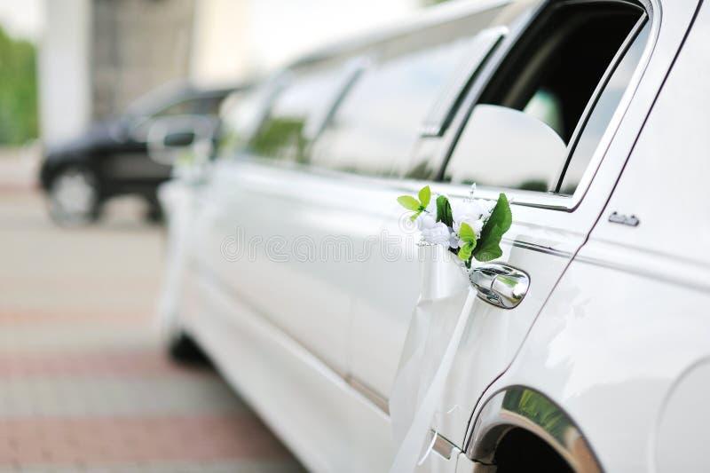 Hochzeitsautodekoration stockfoto