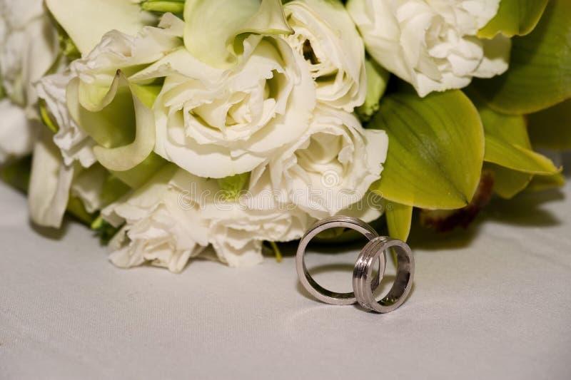 Hochzeitsbänder stockfotos