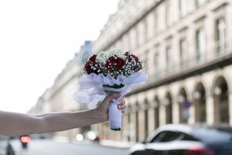 Hochzeitsblumen in Paris lizenzfreie stockfotos