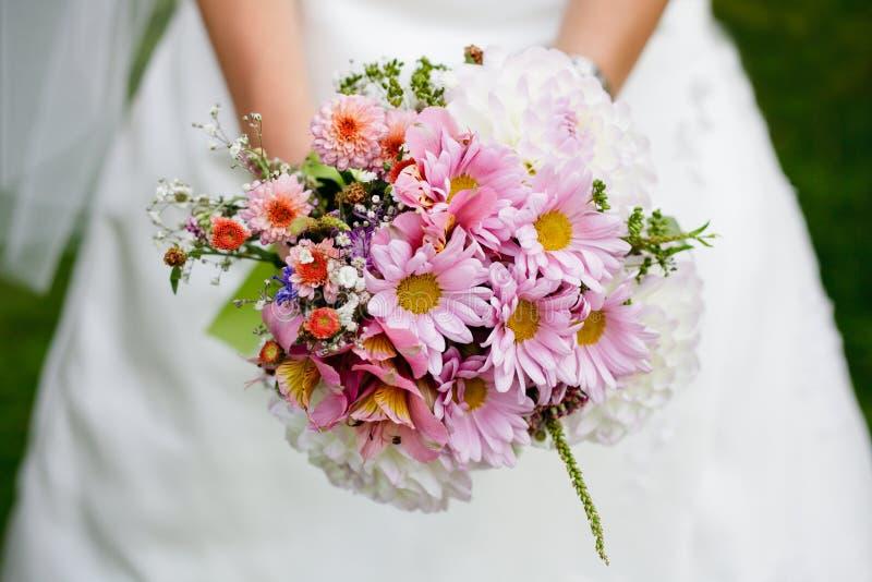 Hochzeitsblumenstrauß mit Dill lizenzfreie stockbilder