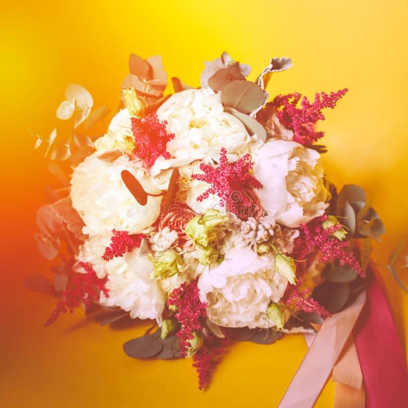 Hochzeitsblumenstrauß von Blumen in der rustikalen Art lizenzfreies stockfoto