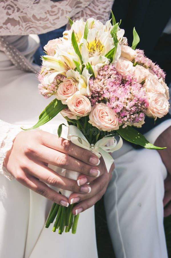 Hochzeitsblumenstrauß von Blumen, schöne Blumen stockbilder